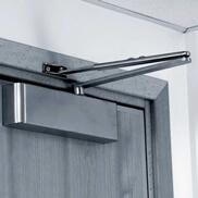 Сколько стоит установка дверных доводчиков